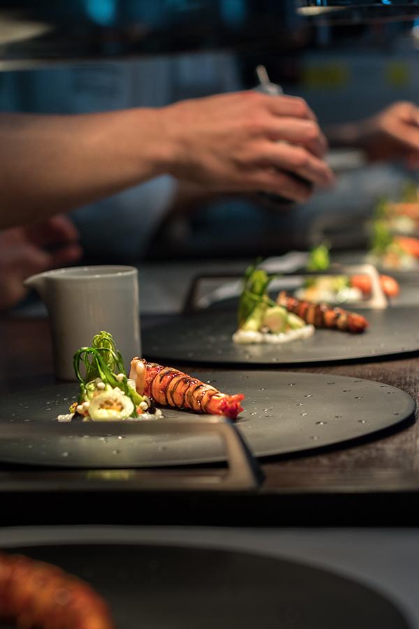 imagency Kreativagentur Luxus Agentur Kitzbühel Fotograf Attila Sólyom Journal Reportage Lifestyle Fotografie Kirchberg Austria Restaurant Simon Taxacher